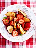 Strawberry salad with plaited bread