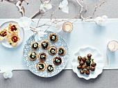 Verschiedene Häppchen am Weihnachtsbuffet