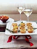 Mini quiches with bacon and leek for Christmas
