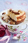 Cheesecake with honey and roasted hazelnuts
