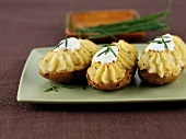 Chive potatoes with sour cream