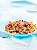 Wholemeal cornflakes with dried berries