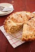 Apple Pie (Gedeckter Apfelkuchen, USA), angeschnitten