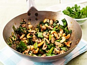 Stir-fried mushrooms with cashew nuts