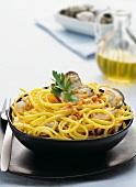 Linguine con vongole e ricci di mare (pasta with sea urchins and mussels)