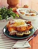 Zitronenhähnchen und Kartoffeln in der Salzkruste