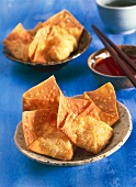 Fried won tons with sauce (China)