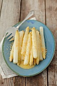 White asparagus with sesame seeds and lemon and horseradish sauce
