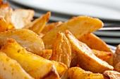 Kartoffelspalten, gewürzt