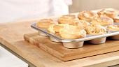 Yorkshire Pudding auf einem Muffinblech