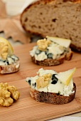 Canapes with Roquefort, pear and nuts