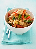 Chicken with vegetables and noodles (Asia)
