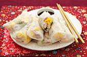 Spring rolls with turkey, mango, red onions and herbs