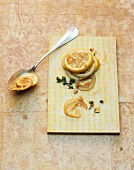 Jellied lemon slices with thyme