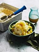 Vanilleeis mit Ananasgranita und Limetten-Ananas-Sirup