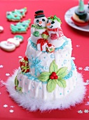 A Christmas cake decorated with snowmen