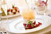 Biancomangiare lamponi e zucchero filato (Milchpudding mit Himbeeren & Karamell)