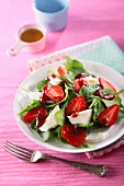 Spinach salad with strawberries and mozzarella
