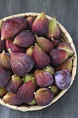 Fresh figs in a dish