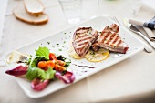 Tonno grigliato (grilled tuna with salad, Italy)