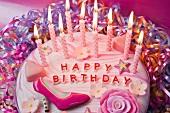 Pinkfarbene Geburtstagstorte für ein Mädchen