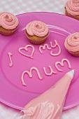 Kleine Buttercreme-Cupcakes zum Muttertag