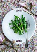 Green asparagus with wild garlic and onions