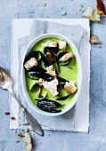Pea soup with mussels and white bread