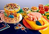 Kuchen, Süssigkeiten und Getränke für die Kinderparty
