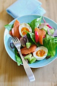 A colourful salad with smoked salmon and egg
