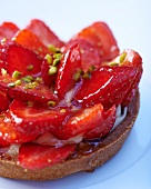 Raspberry tartlet with pistachios