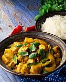 Gelbes Curry aus Thailand mit Reis
