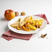 Crepe mit karamellisierten Äpfeln & Walnüssen