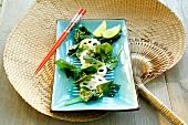 Salat aus Meeresalgen, Lotuswurzeln, Spinat & Sesam