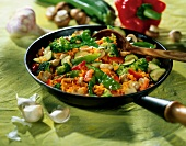 Fried rice with garlic and vegetables
