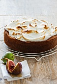 Meringue cake with figs and honey