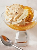 Meringue with cream and apricot sauce