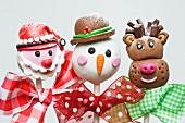 Weihnachtliche Cake Pops: Weihnachtsmann, Schneemann und Rentier