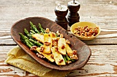 Asparagus with halloumi and walnuts