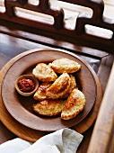 Karipap (Malaysische Teigtasche mit Curry und Kartoffelfüllung)