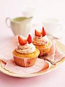 Erdbeer-Cupcakes mit weisser Schokolade