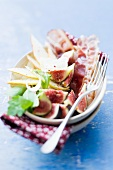 Fig salad with pears and pancetta