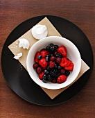 Berry salad with meringue pieces