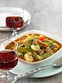 Lamm-Gemüseeintopf mit Rotwein