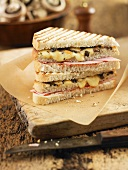 Toasted sandwiches with mushrooms, ham and cheese