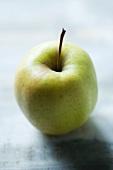 Ein Golden Delicious Apfel