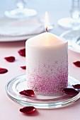 Kerze mit Glitzerstaub verziert