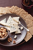 Blue cheese, walnuts and crackers