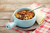 Chili con carne with a tortilla