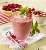 Raspberry and redcurrant smoothie